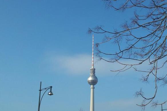 La 'Fernhenturm' o torre de televisión más alta de Europa está en la capital alemana. Tamara Velázquez - Con la pluma en bandeja