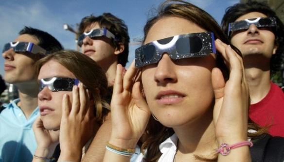 Gafas homologadas para mirar el eclipse solar.
