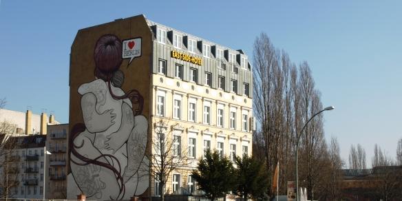 """I love Berlin"", East side Hotel. / Tamara Velázquez - Con la pluma en bandeja"