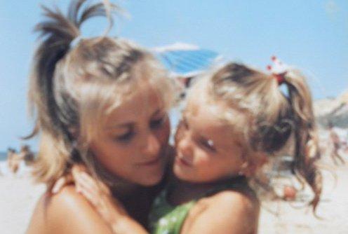 Mamá y yo en la playa. / Aurelio Velázquez
