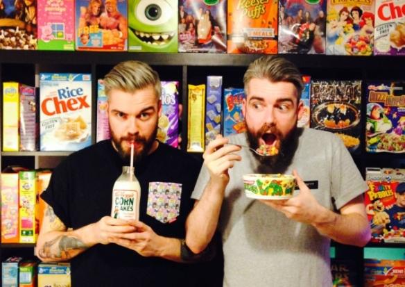 Los hermanos Keery, fundadores de Cereal Killer Cafe./ Cereal Killer Café - www.conlaplumaenbandeja.com