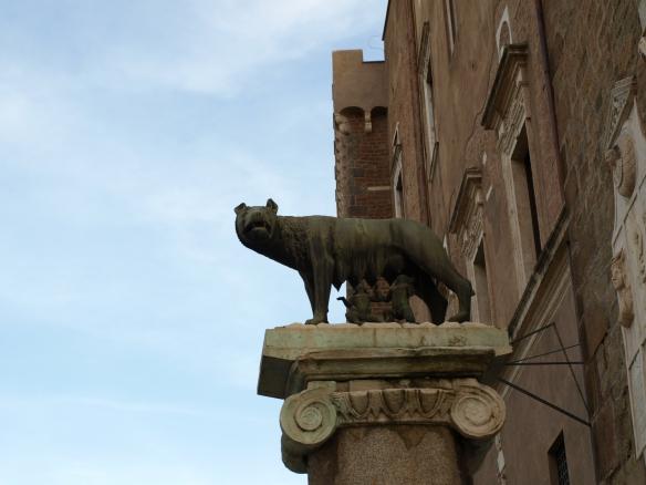 Luperca, la loba de Roma, amamantando a Rómulo y Remo. /Tamara Velázquez - www.conlaplumaenbandeja.com