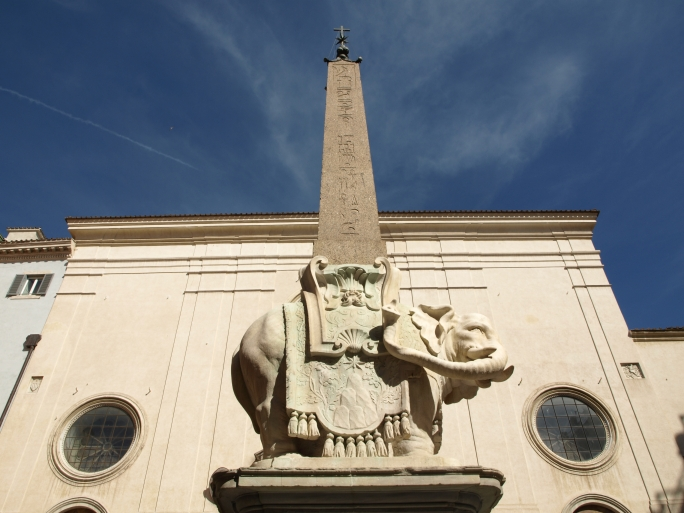 Pulcino della Minerva, Roma. Tamara Velázquez - www.conlaplumaenbandeja.com